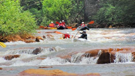 펜실베이니아 주 강을 따라 카누 타기
