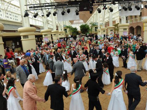 이탈리아 헤리티지 페스티벌에서 이탈리아 국기 색으로 차려입기