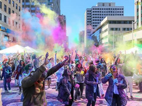 다채로운 홀리 하이 인디언 축제 즐기기