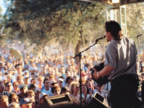 라피엣에서 개최되는 페스티벌스 아카디안스 에 크레올 무대에서 공연 중인 자이데코 밴드