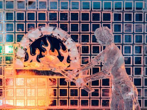 젠더의 눈꽃 축제에 전시된 창의적인 얼음 조각